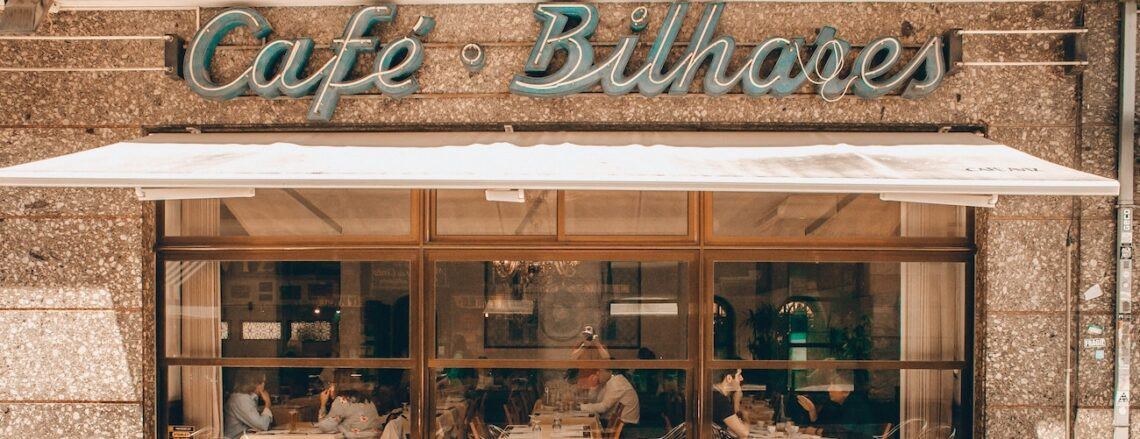 patio of Cafe bilhares under an awning
